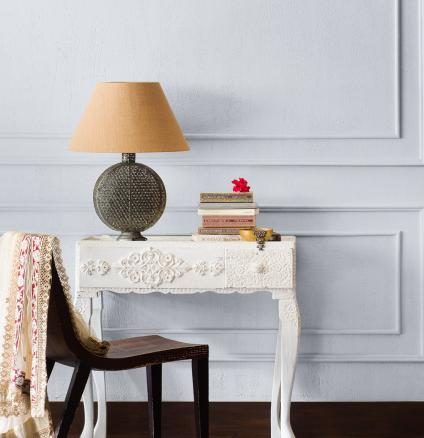 Warm white, cool white, or colour combinations of both? Discover when to paint warm and cool whites, and how to mix them for an elegantly understated look.
